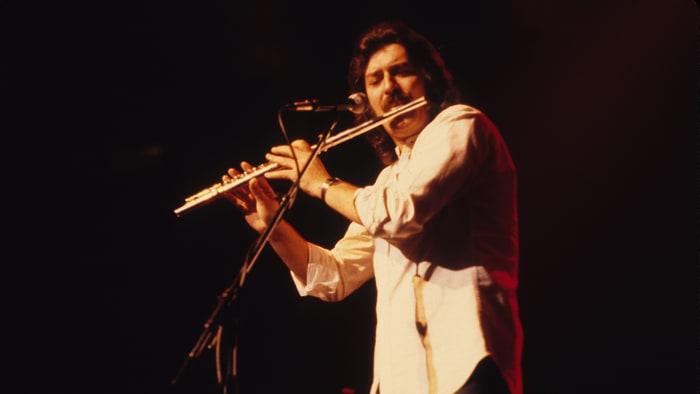 The Moody Blues'un kurucularından Ray Thomas 76 yaşında vefat etti.
