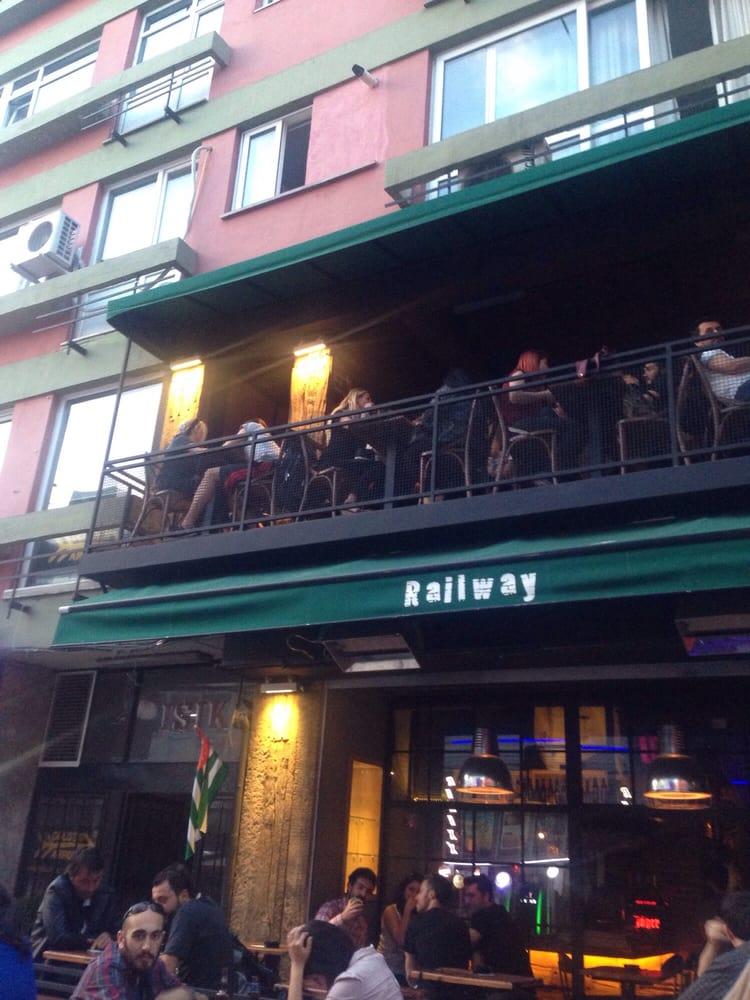 Kadıköy'ün Genç Mahalle Dedikoducularına: Railway Pub