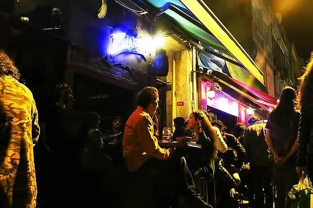 Bir Kaçış Yeri: Zincir Bar